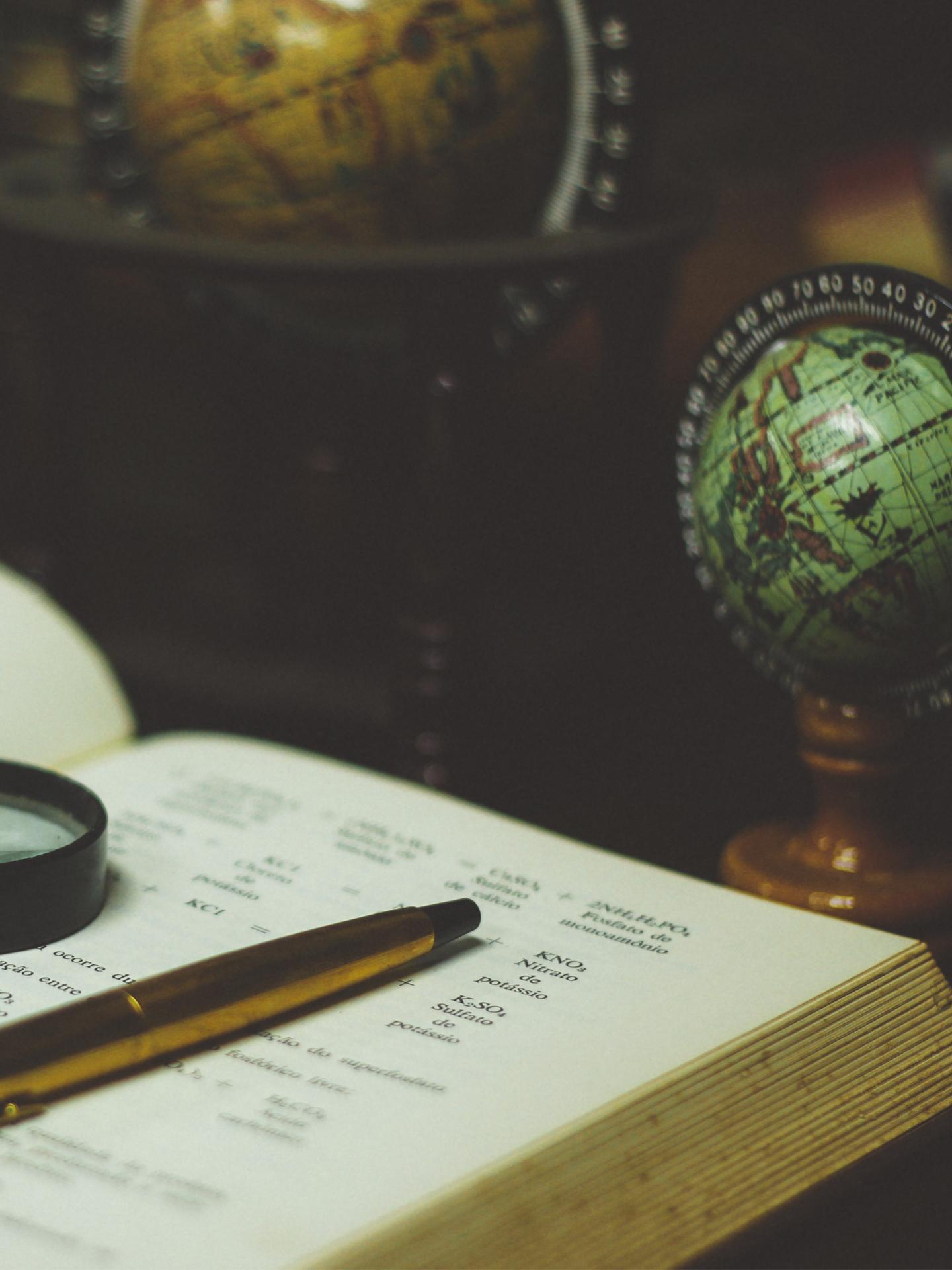 book-globes